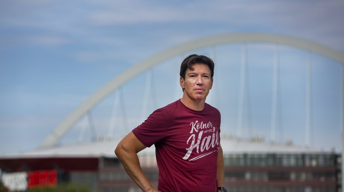 Interview mit Uwe Kruppauf dem Dach des Haie-Trainingszentrums in Köln.