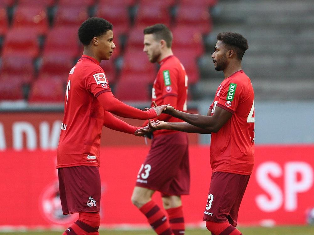 Ismail Jakobs und Emmanuel Dennis spielen für den 1. FC Köln gegen Arminia Bielefeld.