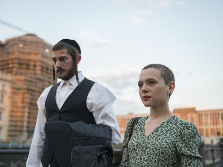 """In der deutschen Netflix-Serie """"Unorthodox"""" macht sich die jüdische Esty auf die Suche nach Freiheit."""