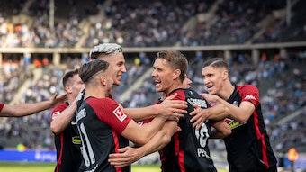 """""""Ich bin vielleicht nicht schneller und kopfballstärker als einige Kollegen, aber ich kann diesen einen Ball über die Linie drücken"""": Nils Petersen."""