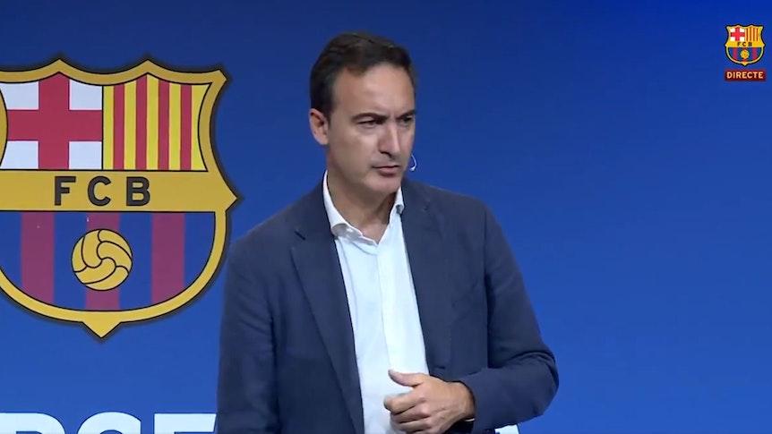 Ferran Reverter vom FC Barcelona informiert auf einer Pressekonferenz über die Finanz-Zahlen des Klubs. Screenshot der PK auf dem Twitter-Kanal des Klubs.