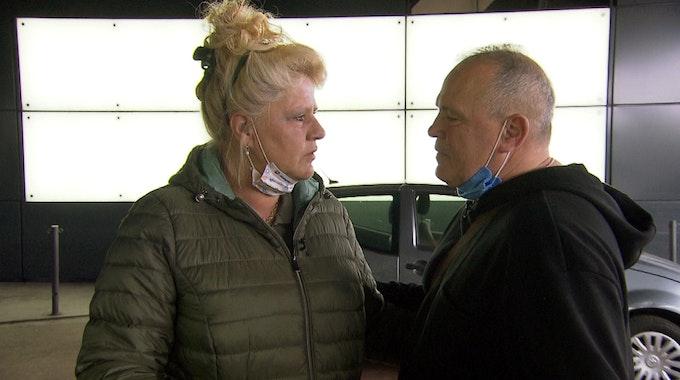 """Silvia nimmt Abschied von Harald. Von Frankfurt aus fliegt sie nach Thailand, wo sie als Kandidatin an der TV-Show """"Kampf der Realitystars"""" teilnehmen wird."""
