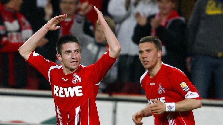 Zoran Tosic mit Lukas Podolski beim Torjubel im Spiel des 1. FC Köln gegen den VfL Bochum.