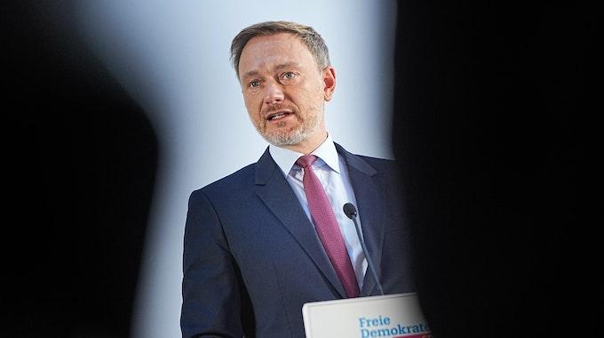 Christian Lindner, FDP-Bundesvorsitzender, informiert im Hans-Dietrich-Genscher-Haus, der Parteitzentrale der FDP, über den Stand der Sondierungsgespräche für die Regierungsbildung nach der Bundestagswahl.