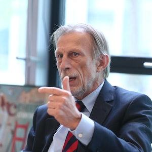 Christoph Daum beim Interview in der EXPRESS-Redaktion.