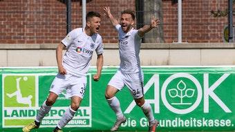 Torschütze Daniel Frahn (l.) und Tobias Dombrowa bejubeln das 2:0 gegen Union Fürstenwalde.