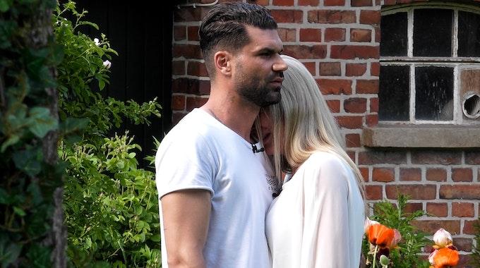 Das Sommerhaus der Stars - Kampf der Promipaare, Teil 1 Mike Cees, Michelle Monballijn Foto: RTL