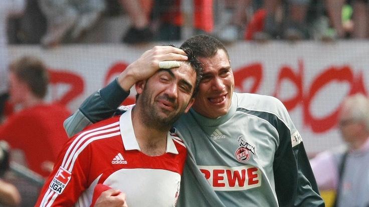Faryd Mondragon un Ümit Özat feiern Kölns Aufstieg.