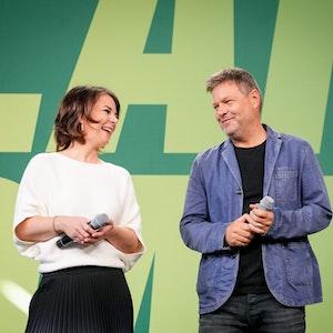 Annalena Baerbock und Robert Habeck befinden sich in Sondierungsgesprächen mit FDP und SPD, Ziel ist ein Ampel-Bündnis.