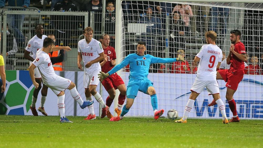 Jorge Meré trifft für den 1. FC Köln gegen Viktoria Köln.