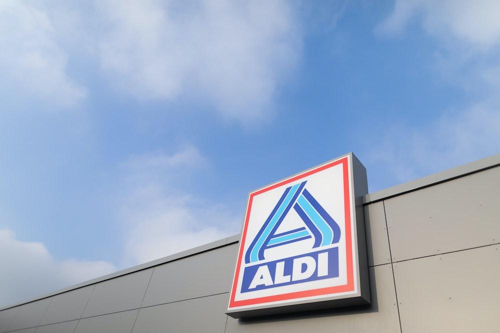 """Blick auf ein Logo von Aldi Nord an einem Aldi-Markt. (zu dpa """"Aldi Nord bittet nach rassistischem Vorfall um Entschuldigung"""")"""