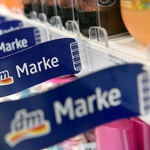 Die Drogeriekette dm steht unter dem Verdacht, das Rucksackmodell eines kleinen Unternehmens kopiert zu haben.
