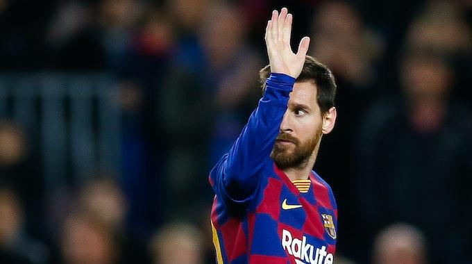 Barcelonas Lionel Messi gestikuliert im Copa del Rey-Spiel des FC Barcelona gegen CD Leganes im Stadion Camp Nou.