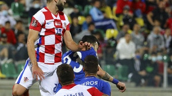 Josko Gvardiol (l.) schraubt sich gegen Zypern nach oben.
