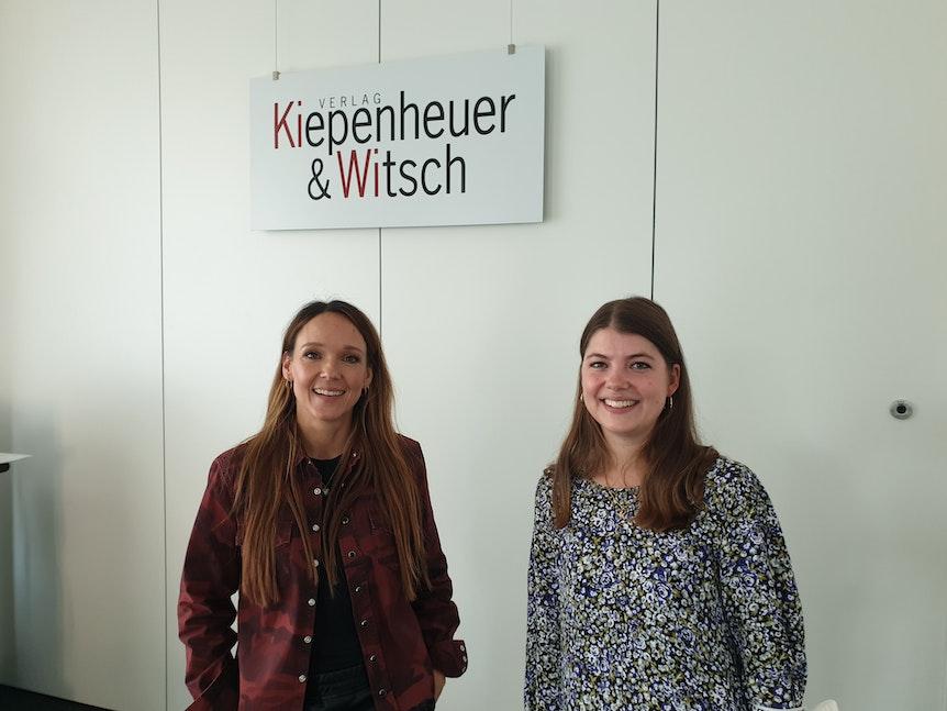 Carolin Kebekus mit EXPRESS-Redakteurin Madeline Jäger.
