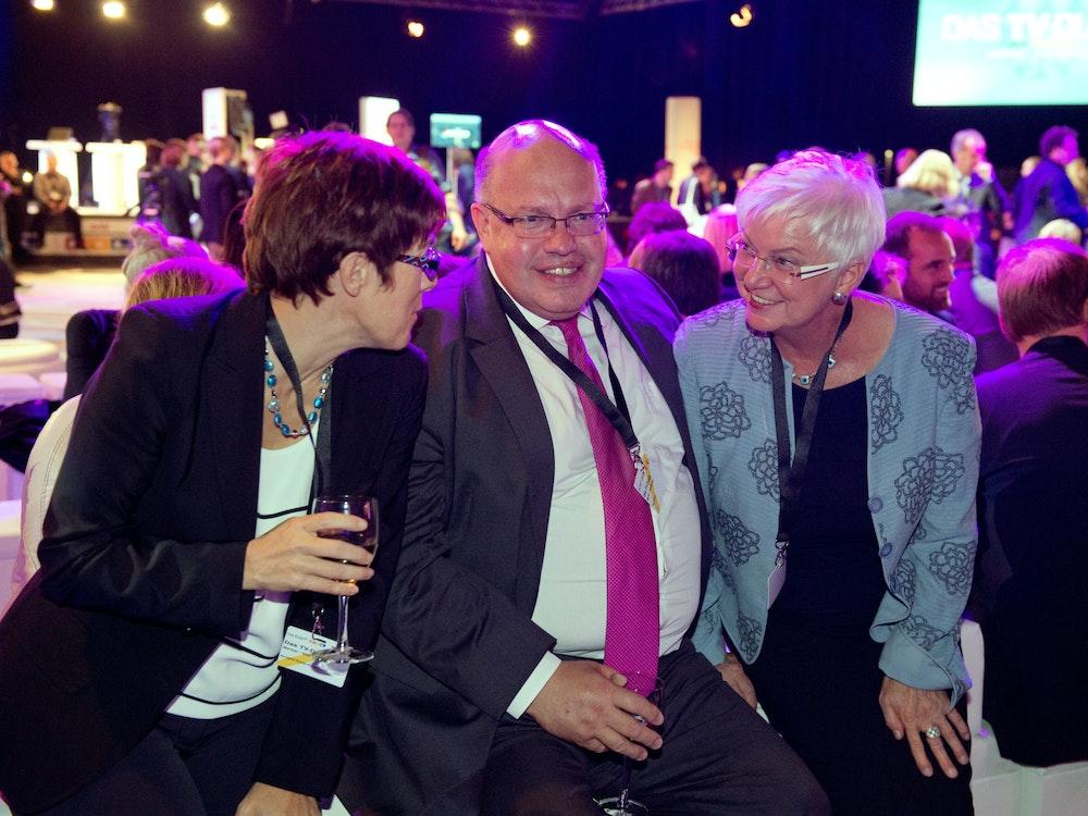 Annegret Kramp-Karrenbauer (CDU, v.l), Bundesumweltminister Peter Altmaier (CDU) und CSU-Landesgruppenchefin Gerda Hasselfeldt 2013 in Berlin.