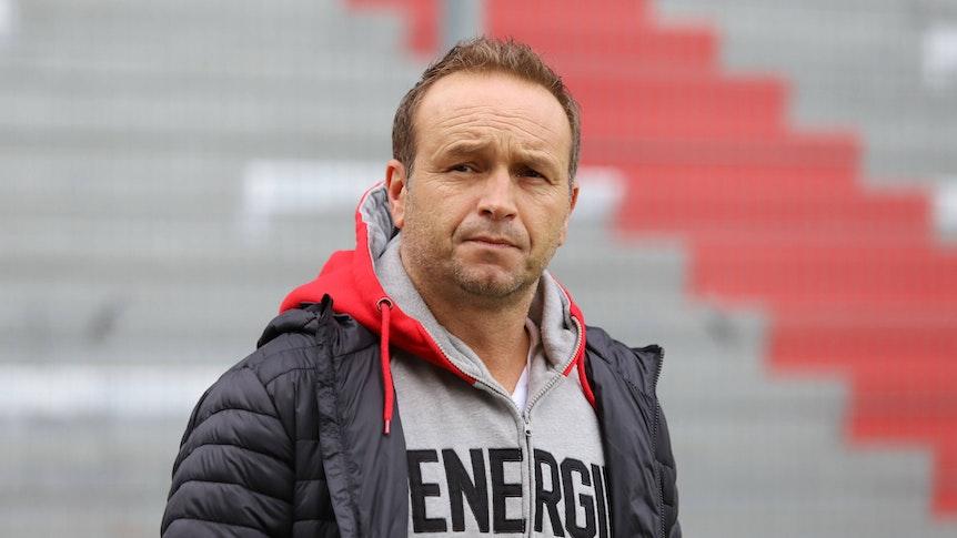Dirk Lottner als Trainer von Energie Cottbus in der Regionalliga.