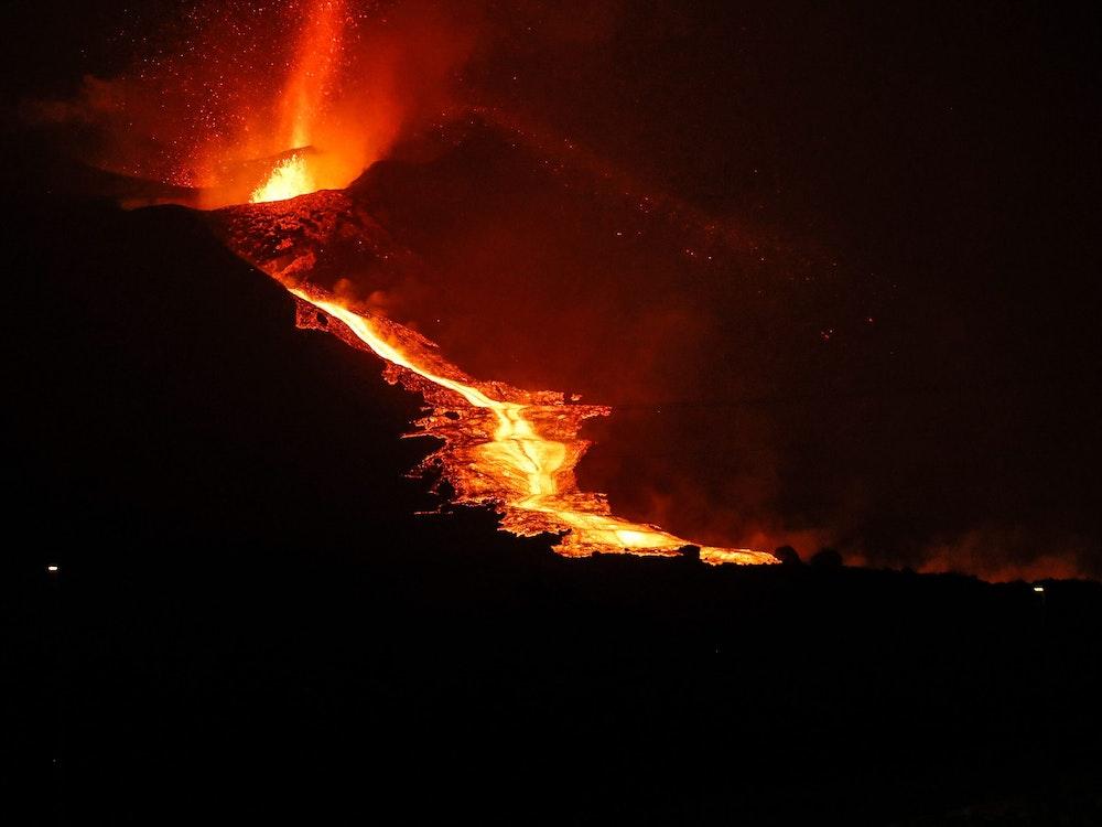 Auf der Vulkaninsel La Palma, hier ein Foto vom 9. Oktober 2021, hat sich ein neuer Lavastrom gebildet.