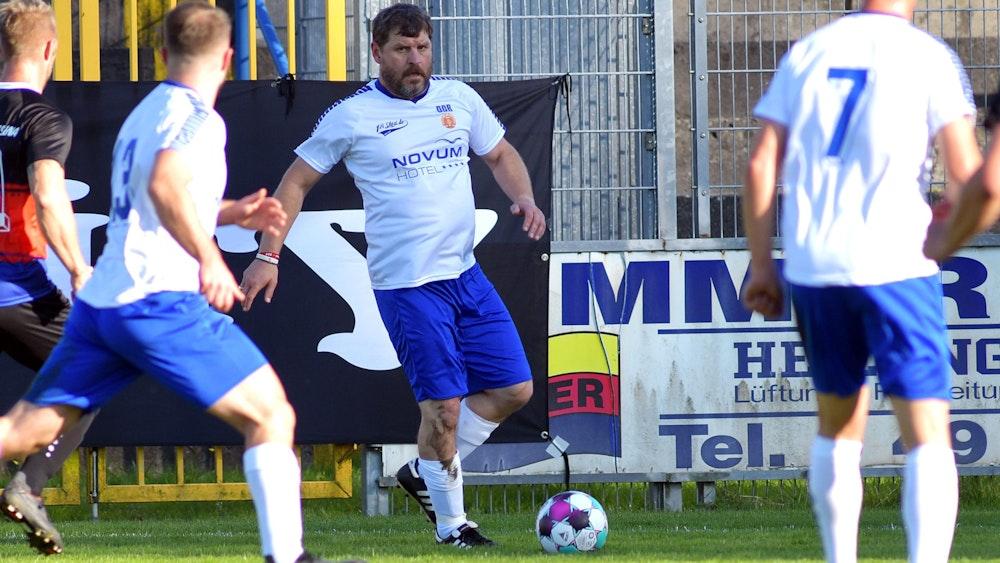 Steffen Baumgart spielt für die DDR gegen Ostfriesland.