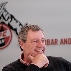 FC-Präsident Werner Wolf spricht beim EXPRESS-Termin im Geißbockheim.