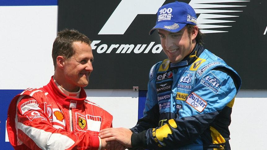 Michael Schumacher gratuliert Fernando Alonso zu seinem Renn-Sieg beim Großen Preis von Kanada in der Formel 1.