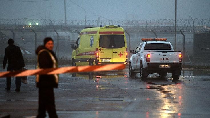 Rettungskräfte konnten mehrere Überlebende bergen (hier ein Archivfoto von einem Rettungseinsatz am Moskauer Flughafen).