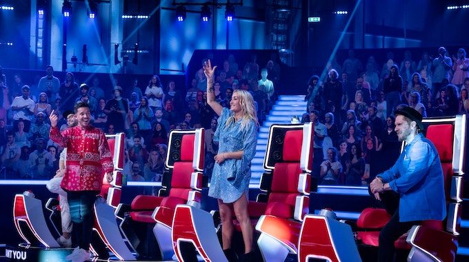 """Die """"The Voice of Germany""""-Coaches Mark Forster (l.), Nico Santos, Sarah Connor, und Johannes Oerding."""