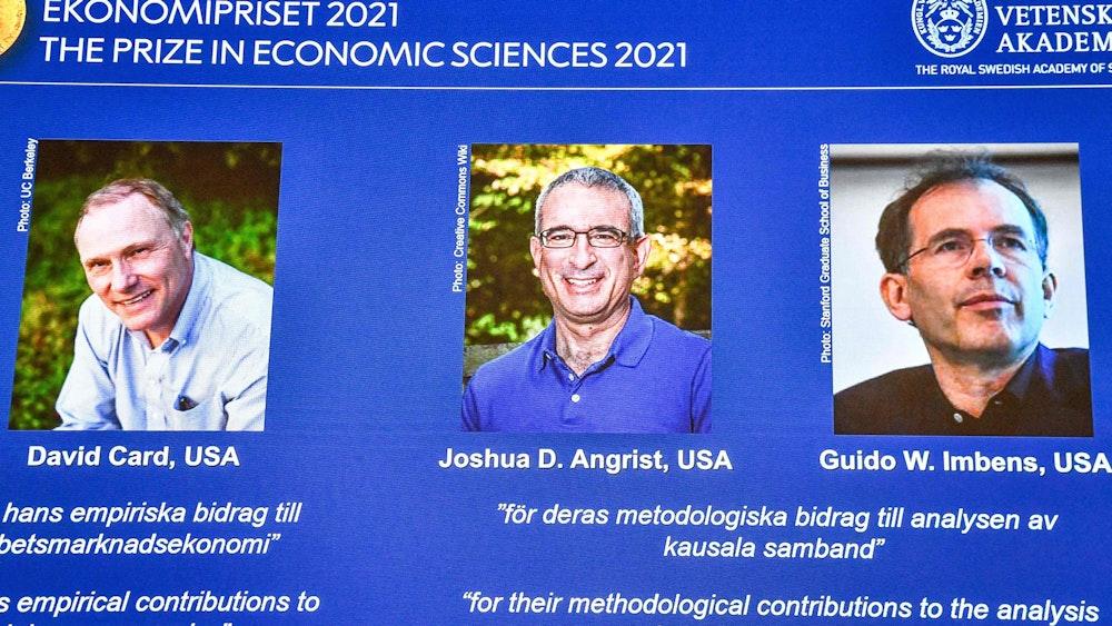 Der Nobelpreis für Wirtschaftswissenschaften geht in diesem Jahr an die Forscher David Card (li.), Joshua Angrist (Mitte) und Guido Imbens.