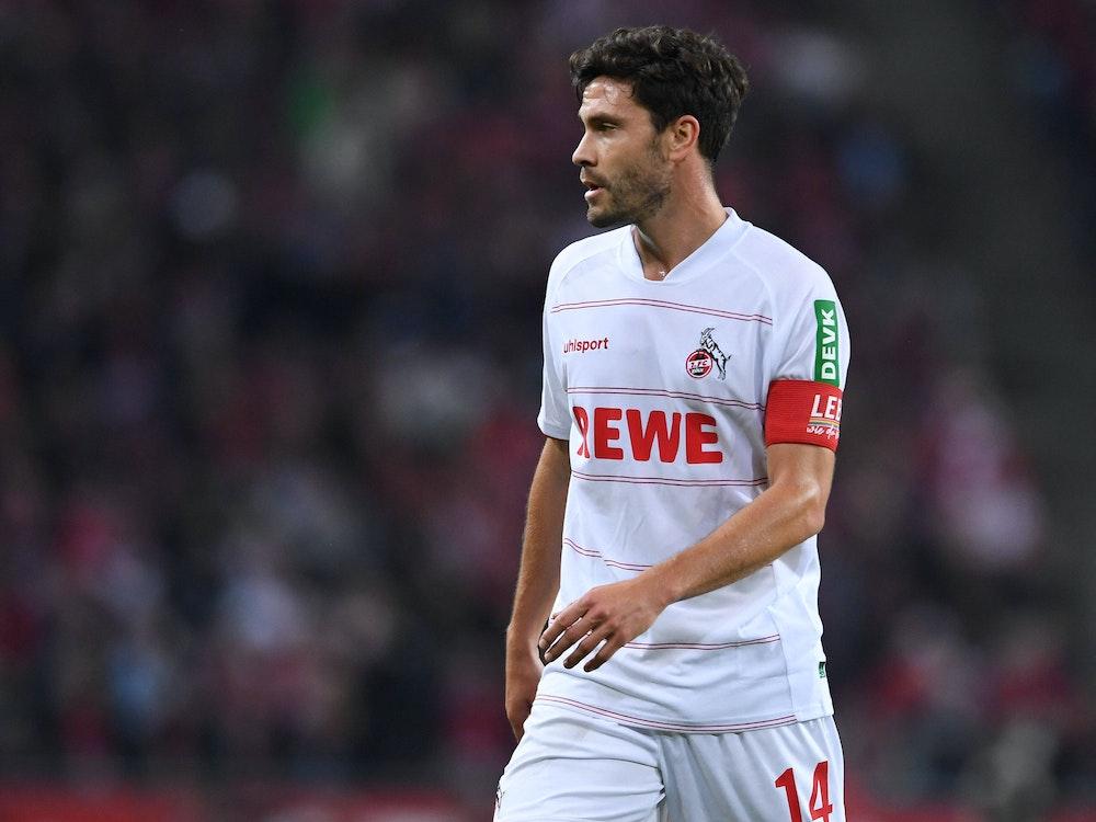 Jonas Hector (31) mit der Kapitänsbinde im Bundesligaspiel gegen Greuther Fürth (1. Oktober 2021).