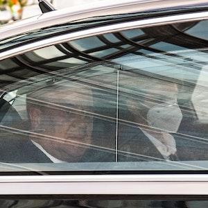 Armin Laschet trifft am 11. Oktober 2021 mit einer Limousine beim CDU-Treffen ein.