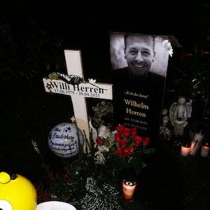 Grabstätte von Willi Herren am Abend des 12.10.2021