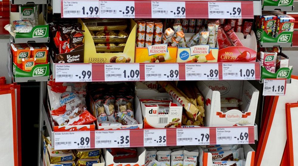 Süßwaren-Regal in einer Kaufland-Filiale in Baden-Württemberg