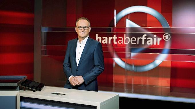 """In der """"Hart aber Fair""""-Sendung vom Montag (11. Oktober 2021) diskutierten die Gäste unter anderem über den steigenden Spritpreis."""