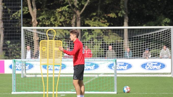 Noah Katterbach trainiert beim 1. FC Köln.