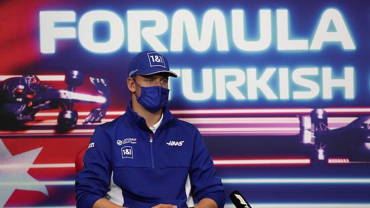 Mick Schumacher bei einer Pressekonferenz vor dem Rennen in der Türkei.
