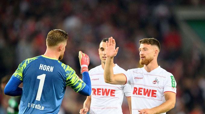 Salih Özcan jubelt für den 1. FC Köln gegen Greuther Fürth mit Timo Horn und Ellyes Skhiri.
