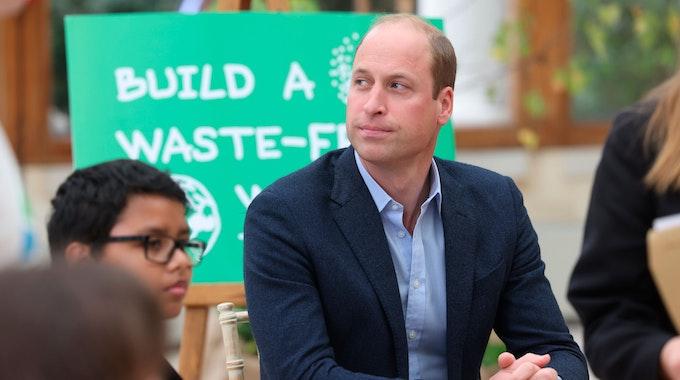 Prinz William, Herzog von Cambridge, spricht mit Kindern der Heathlands School im Rahmen eines Besuchs in den Royal Botanic Gardens, um an einer Veranstaltung der Generation Earthshot teilzunehmen