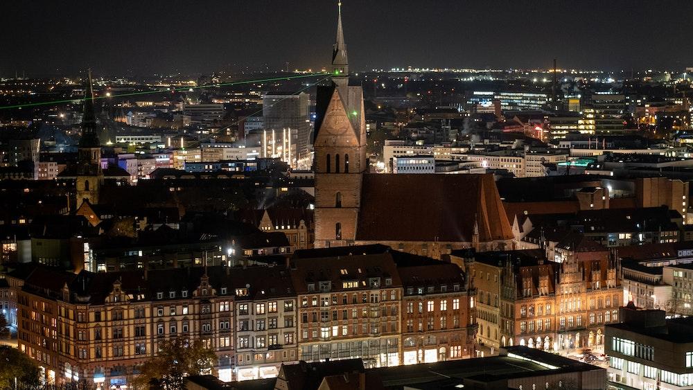 Ein merkwürdiges Grummeln hat es am Mittwochnachmittag (13. Oktober 2021) in Hannover gegeben. Hier ein undatiertes Foto der Innenstadt. Bisher ist unklar, woher es stammt.