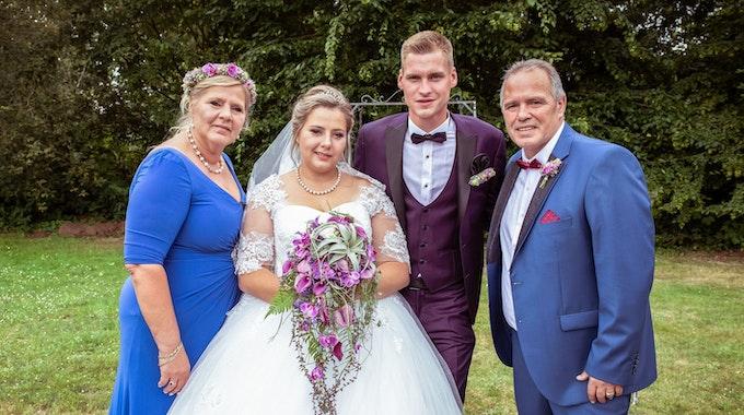 Im Juni 2019 heiratete Sarafina Wollny ihren Peter (2. von rechts). Nun sind sie Eltern von Zwillingen.