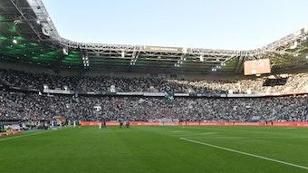Der Borussia-Park in Mönchengladbach am 25. September 2021. Das Stadion ist von innen zu sehen.