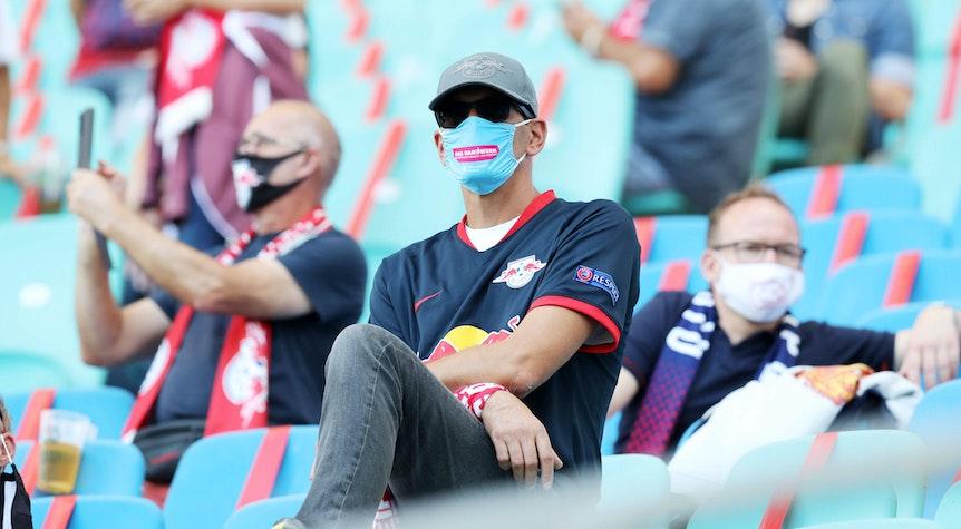 Fans mit Maske: Bilder wie diese sollen bei RB Leipzig endgültig der Vergangenheit angehören.