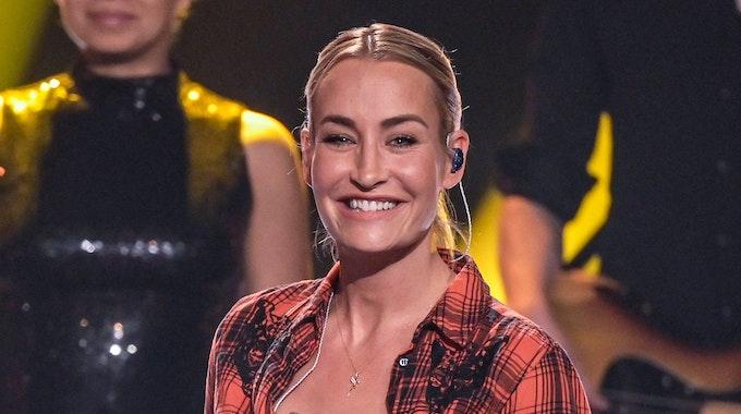 """Sängerin Sarah Connor lächelt bei der ZDF-Aufzeichnung des Jahresrückblicks """"Menschen 2019""""."""
