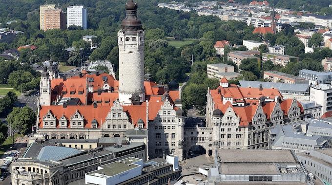 Leipzig ist eine Stadt mit vielen Facetten. Auf dem Foto (aufgenommen am 16. Juli 2014) sieht man das neue Rathaus in Leipzig (Sachsen).