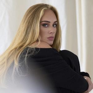 Das Foto von Adele zeigt sie in London. Das undatierte Bild veröffentlichte ihr US-amerikanisches Musiklabel Columbia Records