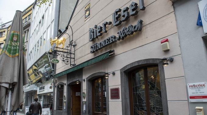 Die Kölner Kneipe Bier-Esel an der Breite Straße von außen.