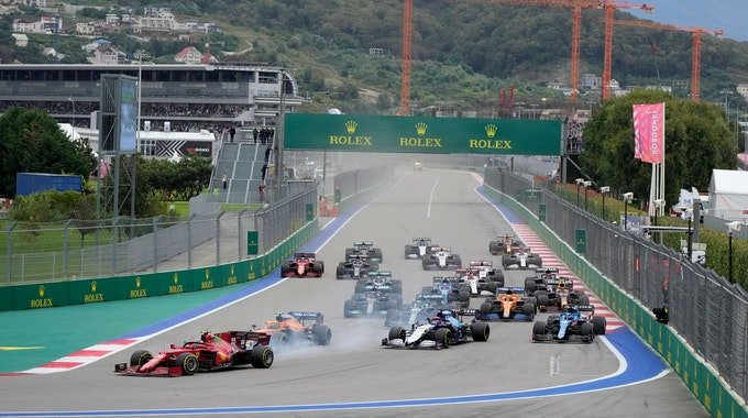 Das Fahrerfeld der Formel 1 beim Start des Grand Prix in Sotschi.