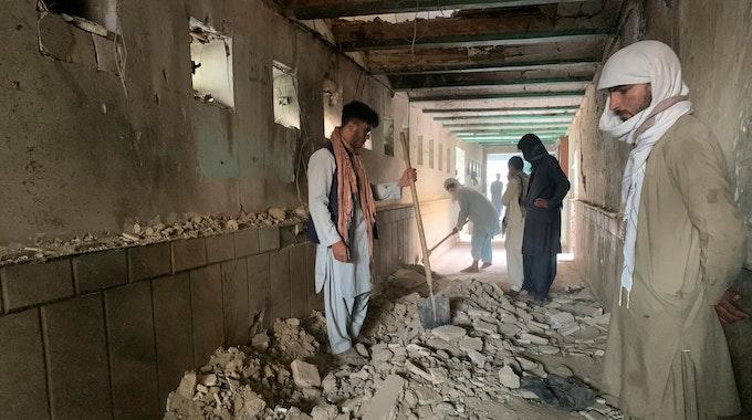 Bei einem Selbstmordanschlag auf eine Moschee in der afghanischen Stadt Kandahar sind am 15. Oktober 2021 mehr als 40 Menschen Menschen gestorben.