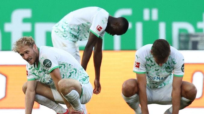Die Spieler von Greuther Fürth gehen nach der Niederlage gegen den VfL Bochum auf die Knie.