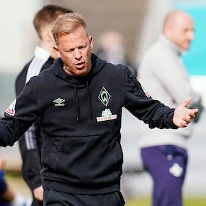 Markus Anfang ärgert sich im Spiel mit Werder Bremen bei Ex-Klub Darmstadt 98.