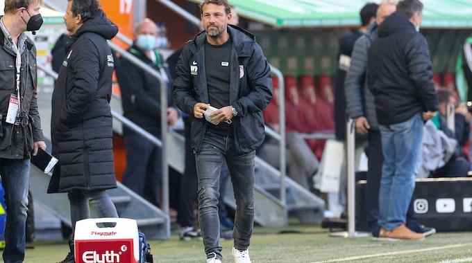 Markus Weinzierl beim Bundesliga-Spiel des FC Augsburg gegen Arminia Bielefeld